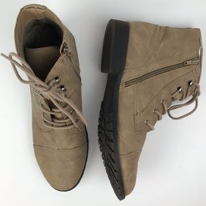 Madden Girl Rangerrr side zip boots